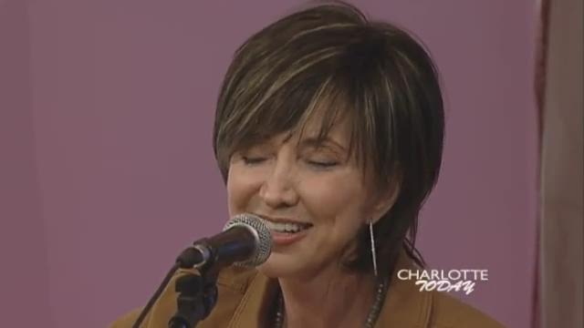 Pam Tillis performs Shake The Sugar Tree