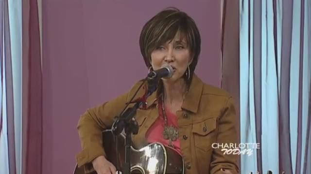 Pam Tillis performs Mi Vida Loca